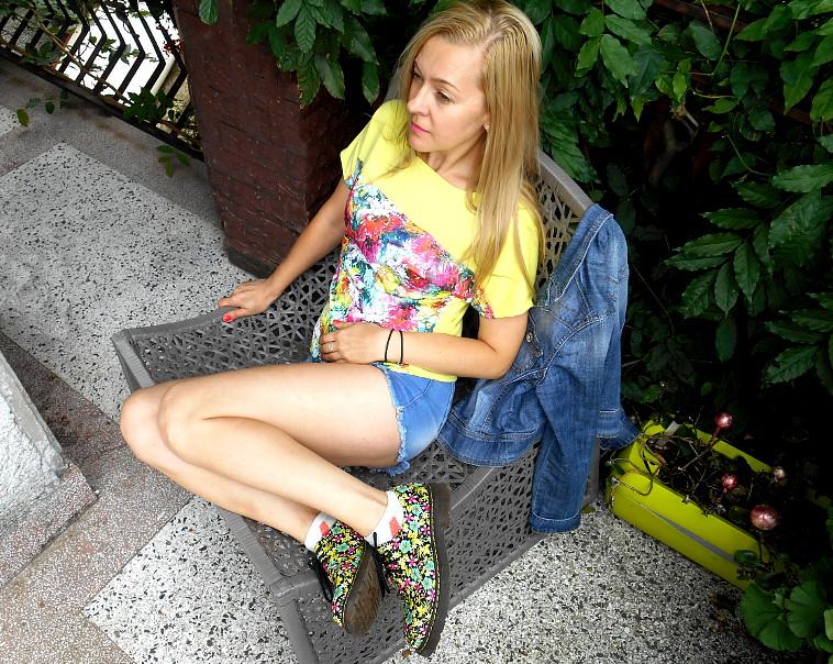 Bomber i bluzka w kwiaty pikowane