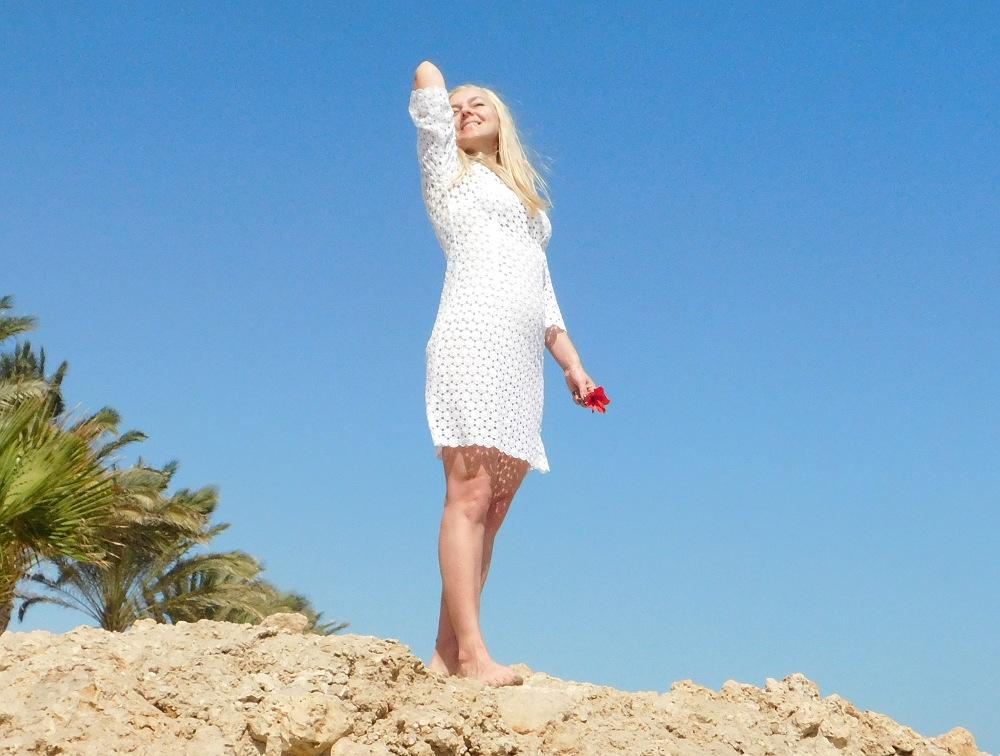 Biała koronkowa plażowa sukienka